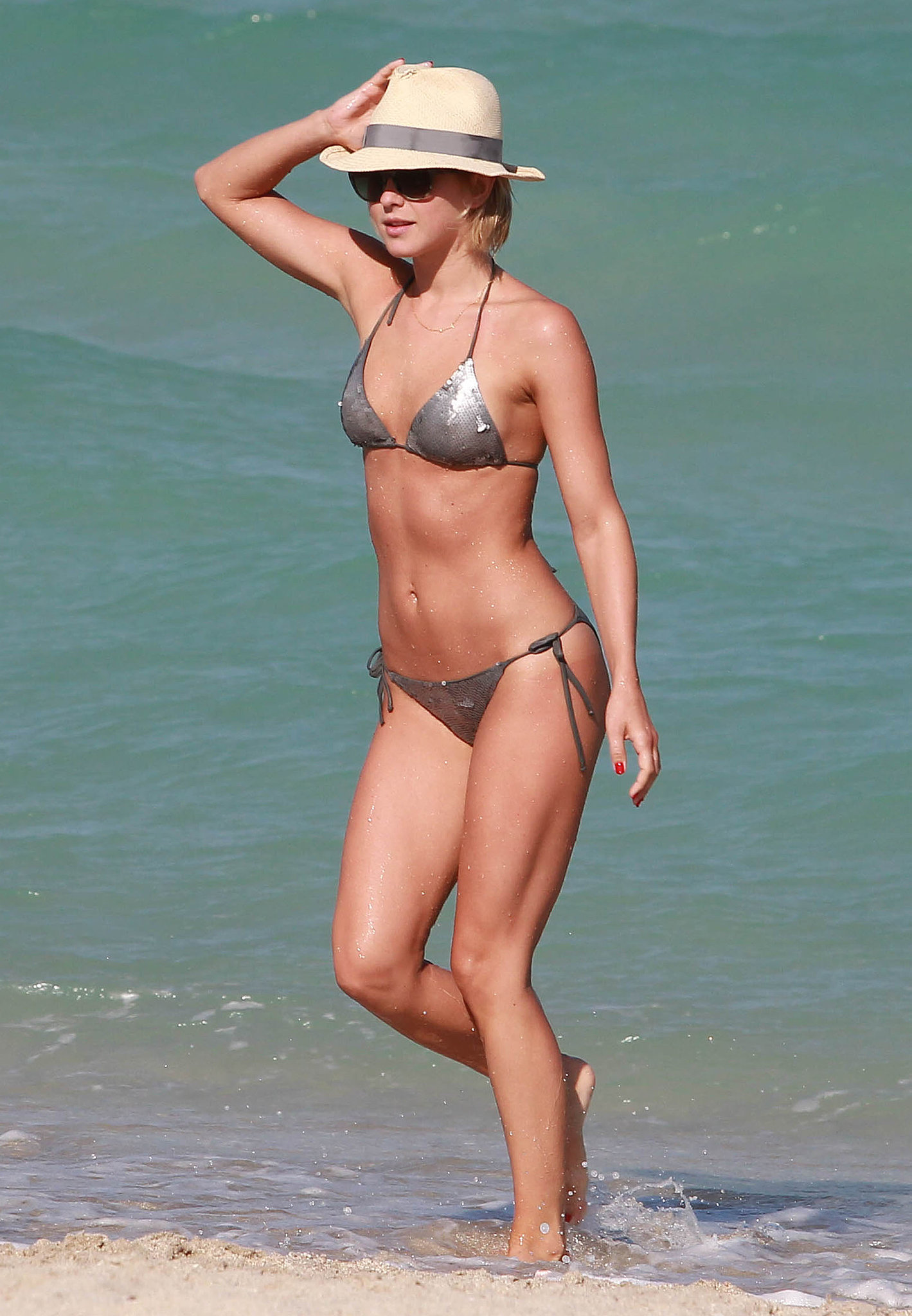 Julianne-Hough-got-out-water-Miami-April-2013