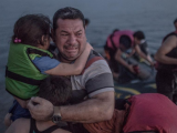 SJEĆATE LI SE ČOVJEKA SA FOTOGRAFIJE: Cijeli svijet je pričao o njegovoj tuzi, a danas…