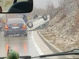 NEZGODA KOD GRAHOVA: Prevrnuo se automobil
