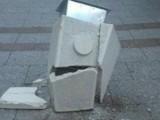 VANDALIZAM U PODGORICI: Uništavanje obnovljenog mobilijara u Hercegovačkoj ulici