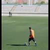 MAJSTORIJA: Mesi s pedeset metara probacio loptu novinaru kroz noge (video)