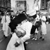 AMERIKA: Preminuo Džordž Mendonsa, mornar sa čuvene fotografije iz 1945.