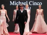 """MODNI FESTIVAL ,,PORTO MONTENEGRO 2019"""": Michael Cinco, besprekorna elegancija na završnoj večeri"""