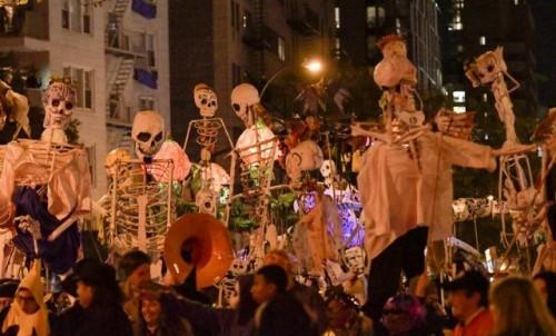 NOĆ VJEŠTICA U NJUJORKU: Zombiji, Džoker i vještice šetali gradom (foto)