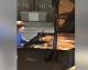 KANADA: Radnicima ispao klavir Anđele Hjuit vrijedan 200.000 dolara